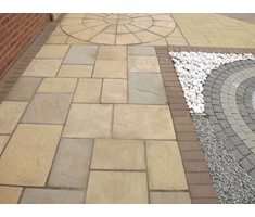 3 colour mix of Old Riven paving & circle